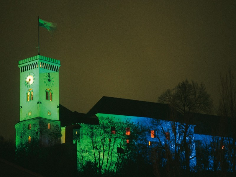 Festively illuminated castle (Source: www.visitljubljana.com, J. Maček)