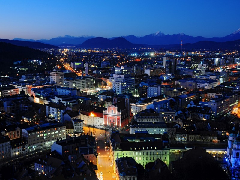 Ljubljana at night (Source: www.slovenia.info, D. Wedam)